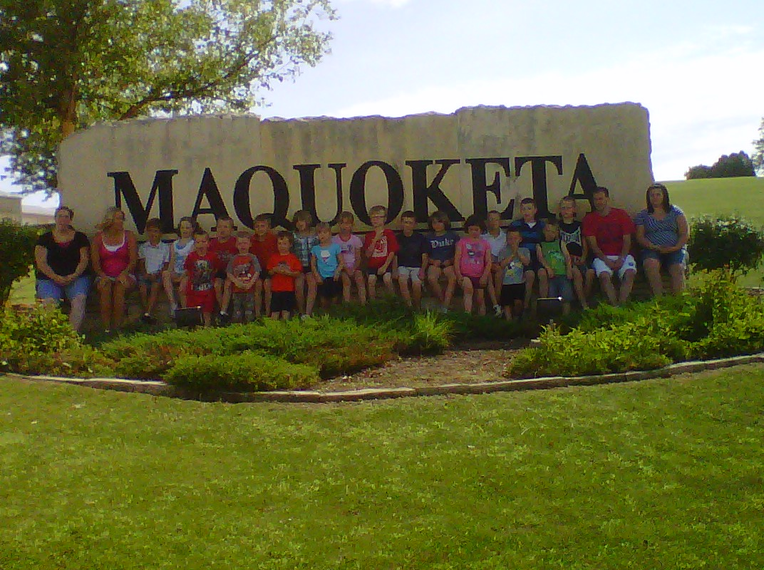 Maquoketa-Sign-West-kids